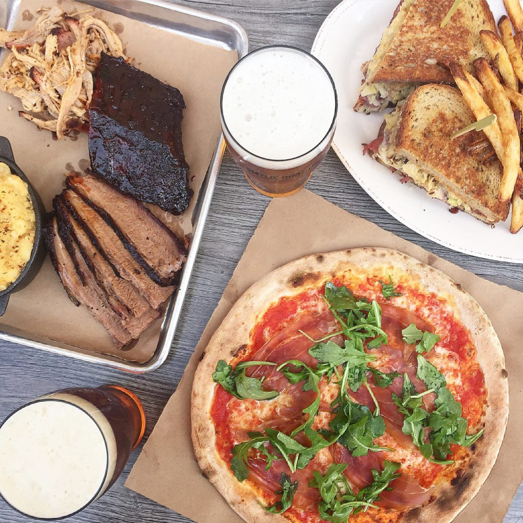 Fab Happenings: Downtown Evanston Dining Tour // Smylie Brothers Brewing Co. // Photo: @fabsoopark