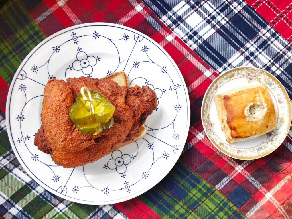 Fab Review: The Budlong // Hot Chicken Plate and Biscuit // Photo: @topchicagoeats