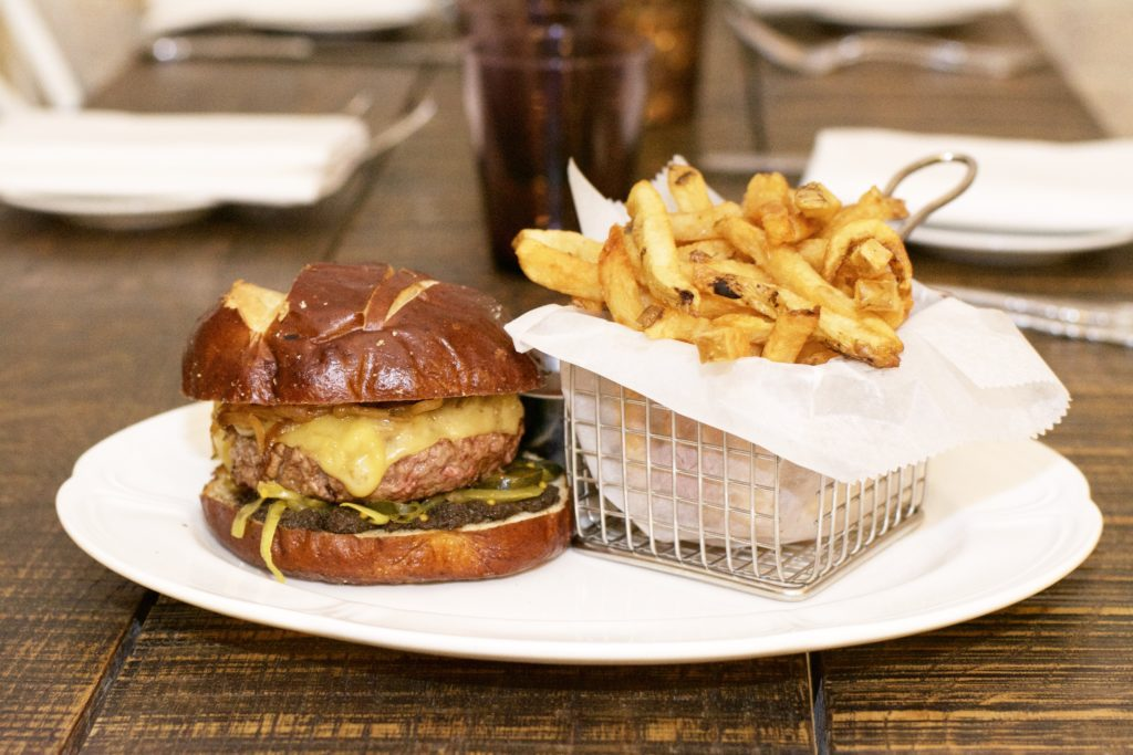 Fab Happenings: Chicago's North Shore Restaurant Month 2017 // Burger at Guildhall // Photo: @fabsoopark