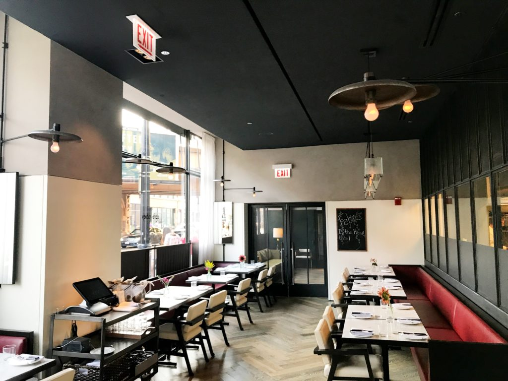 Fab Review: Café Robey // Interior // Photo: @topchicagoeats
