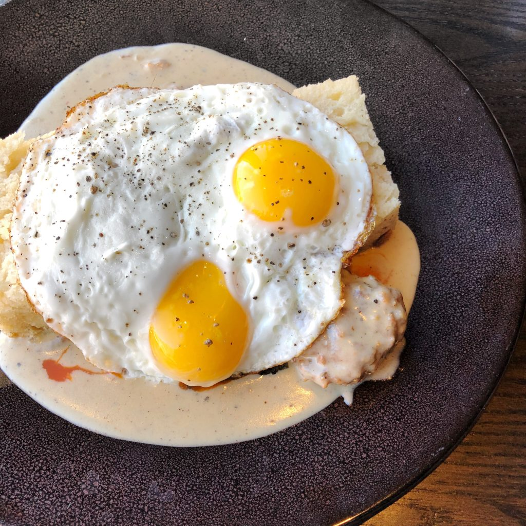 Fab Review: Brunch at Roister // Biscuits & Gravy // Photo: @topchicagoeats